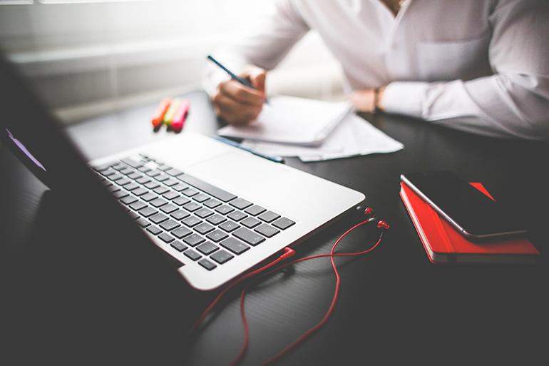 entrepreneur-working-on-his-macbook